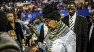Winnie Mandela, aliye kuwa mke wa Nelson Mandela Madiba, hapa ni Oktoba 30 mwaka 2014, akikataliwa kupewa umiliki wa makazi ya Qunu.