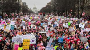 Se estima que un millón de personas marcharon en Washington contra Trump.