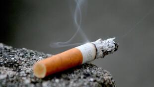 A partir de agora, quem for visto fumando nas ruas de Nova York vai ter de desembolsar 50 dólares.