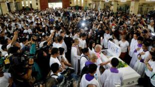 تظاهرکنندگان فیلیپینی، مرگ این جوان را نشانگر خشونتهای مکرر پلیس و نقض حقوق بشر میدانند.
