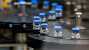 O antiviral remdesivir foi desenvolvido pelo laboratório americano Gilead para o tratamento do ebola, sem alcançar o efeito esperado.