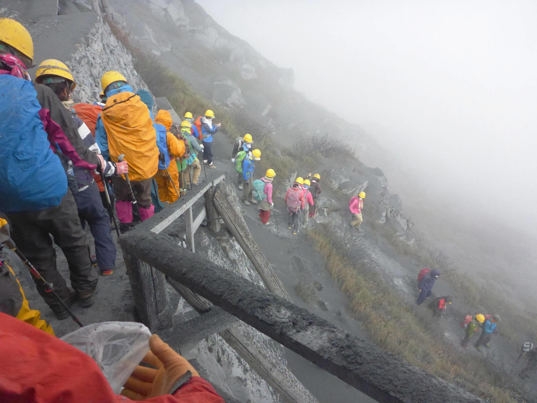 Près de 300 randonneurs étaient en train de  gravir le volcan quand est survenue l'éruption.
