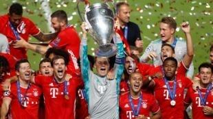 Le Bayern Munich sur le toit de l'Europe à l'issue de sa victoire sur le PSG à Lisbonne, le 23 août 2020