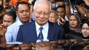 L'ancien Premier ministre malaisien Najib Razak quitte le palais de justice à Kuala Lumpur le 12 décembre 2018 après avoir été inculpé pour son implication dans le scandale du fonds 1MDB.