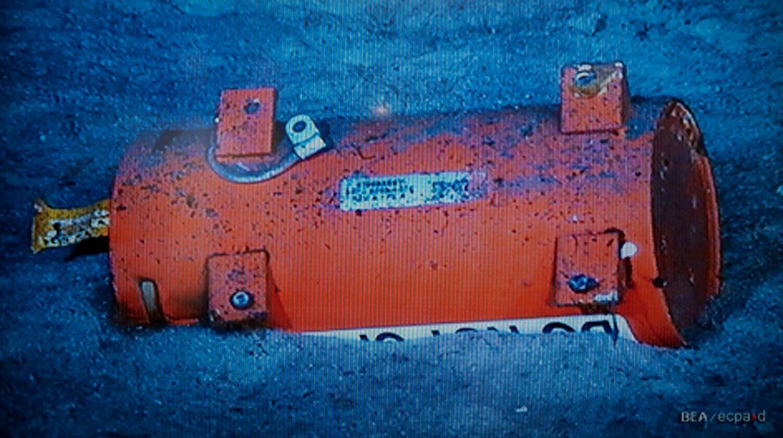 Módulo do Flight Data Recorder (FDR) encontrado pelos investigadores do BEA no Oceano Atlântico.