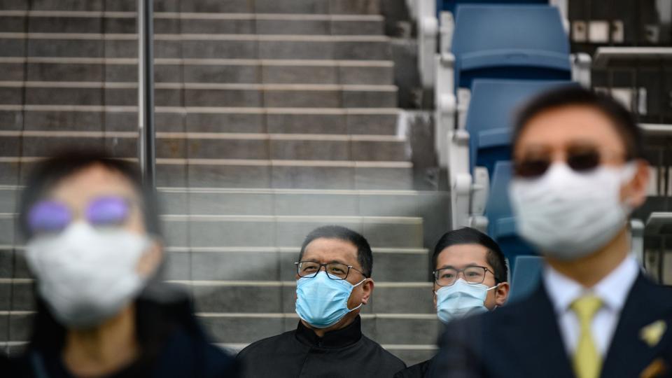 Trente-quatre pays sont dorénavant touchés par le coronavirus et l'OMS évoque un risque de pandémie.