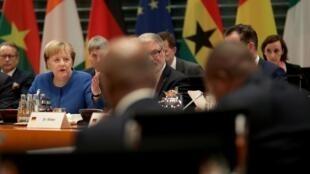 Angela Merkel (esquerda) chanceler alemã na cimeira com países africanos.