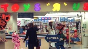 """La mesure concerne les 48 magasins français de l'enseigne Toys """"R"""" Us."""