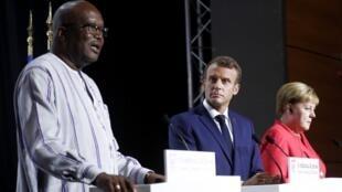 A l'issue d'une réunion du G7 consacrée à l'Afrique, le président burkinabè Kaboré, le rpésident français Macron et la chancelière allemande Merkel ont tenu une conférence de presse.