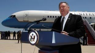 مایک پمپئو وزیر امور خارجۀ آمریکا در فرودگاه مریلند پیش از سفر به خلیج فارس