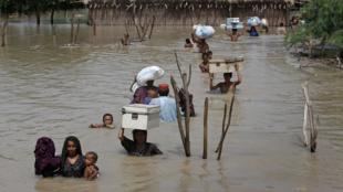 Trận lụt kinh khủng nhất chưa từng có  từ 80 năm nay tại Pakistan khiến hàng chục triệu người lâm nạn