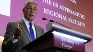 """Bộ trưởng Quốc phòng Mỹ Chuck Hagel phát biểu trong phiên họp toàn thể đầu tiên ở Hội nghị thượng đỉnh An ninh châu Á: """"Đối thoại Shangri-La"""" tại Singapore hôm 01/06/2013."""