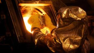 Un technicien dans une mine de Newmont à Carlin dans le Nevada, aux États-Unis.