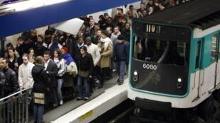 A estação Châtelet é uma das mais frequentadas do metrô de Paris.