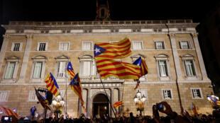 Biểu tình tại Barcelona chào mừng tuyên bố độc lập. Ảnh tối 27/10/2017.