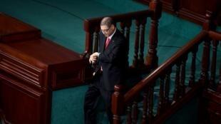 پارلمان تونس به حبیب الصید، نخست وزیر این کشور رای عدم اعتماد داد.