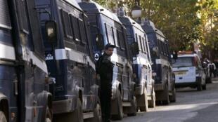 Un convoi d'une dizaine de bus, escortés par les forces de sécurité algérienne, était en direction de Tamarasset, dans l'extrême sud du pays, vendredi 6 octobre (photo d'illustration).