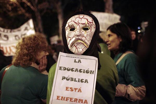 Manifestación de estudiantes y profesores en Madrid, el 17 de noviembre de 2011 para protestar contra los recortes en la educación pública.