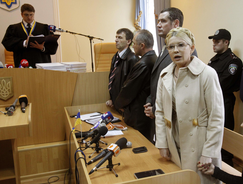 Waziri mkuu wa zamani wa Ukrain, Yulia Tymoshenko akiwa mahakamani baada ya kusomwa kwa hukumu yake