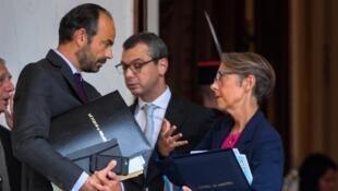 Image d'archive: Le Premier ministre Edouard Philippe avec la ministre des Transports Elisabeth BORNE 存档图片:法国总理菲利普(左)法国交通部长博尔纳夫人(右)