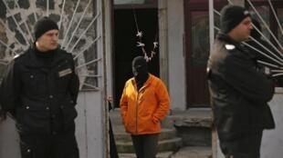 Sur les lieux d'une interpellation d'islamistes présumés à Pazardjik, le 25 novembre 2014.