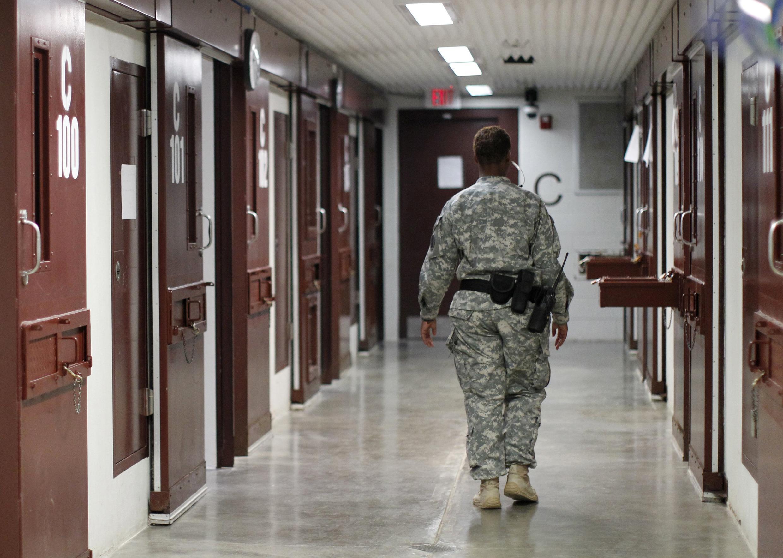 Les deux hommes font partie d'un groupe de 17 prisonniers de Guantanamo qui seront transférés d'ici la mi-janvier vers des pays qui ont accepté de les accueillir.