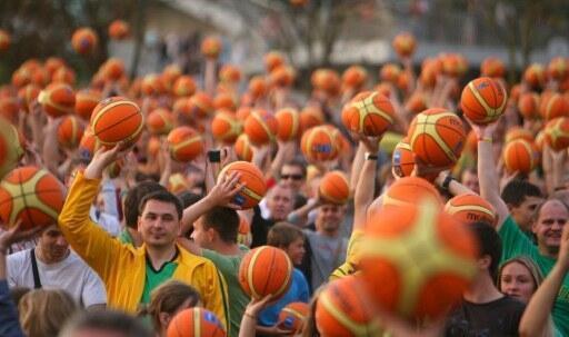 60,000 personnes étaient réunies à Vilnius le 29 août 2011 pour marquer l'ouverture de l'Eurobasket 2011 qui débutera le 31 août en Lituanie.