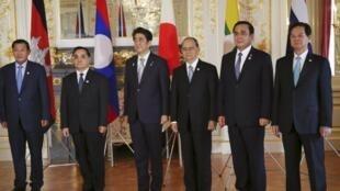 Thủ tướng Nhật Bản Shinzo Abe tiếp lãnh đạo năm nước vùng Mêkông tại Tokyo vào tháng 7/2015