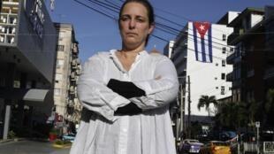 L'artiste Tania Bruguera a été arrêtée par les autorités cubaines alors qu'elle organisait une performance artistique pour revendiquer la liberté d'expression