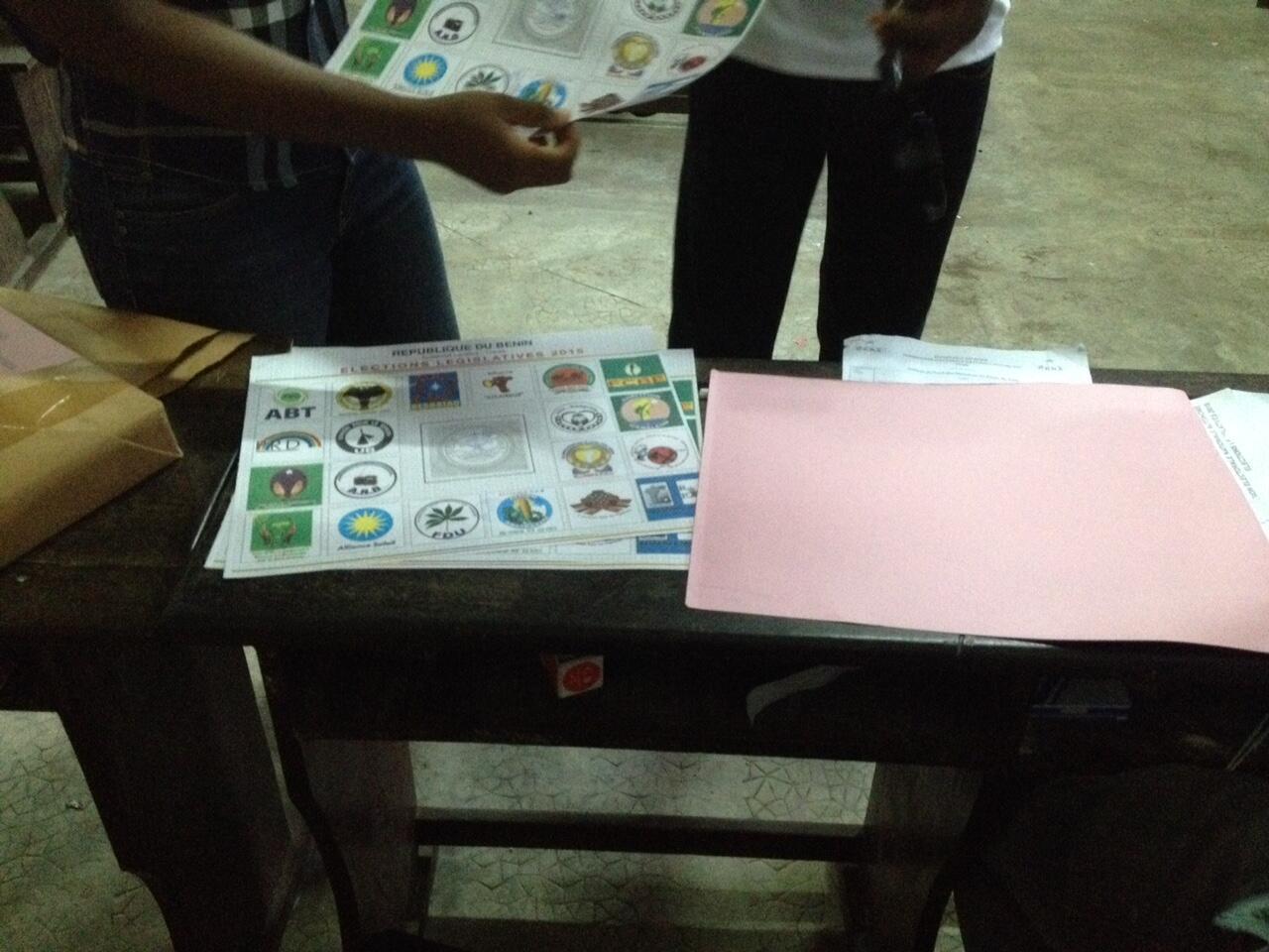 Opération de vote au Bénin.