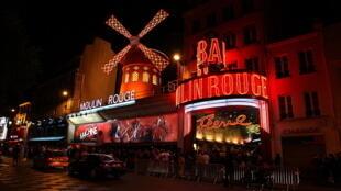 Cabaret Moulin Rouge, một buổi tối tháng Tư năm 2011.