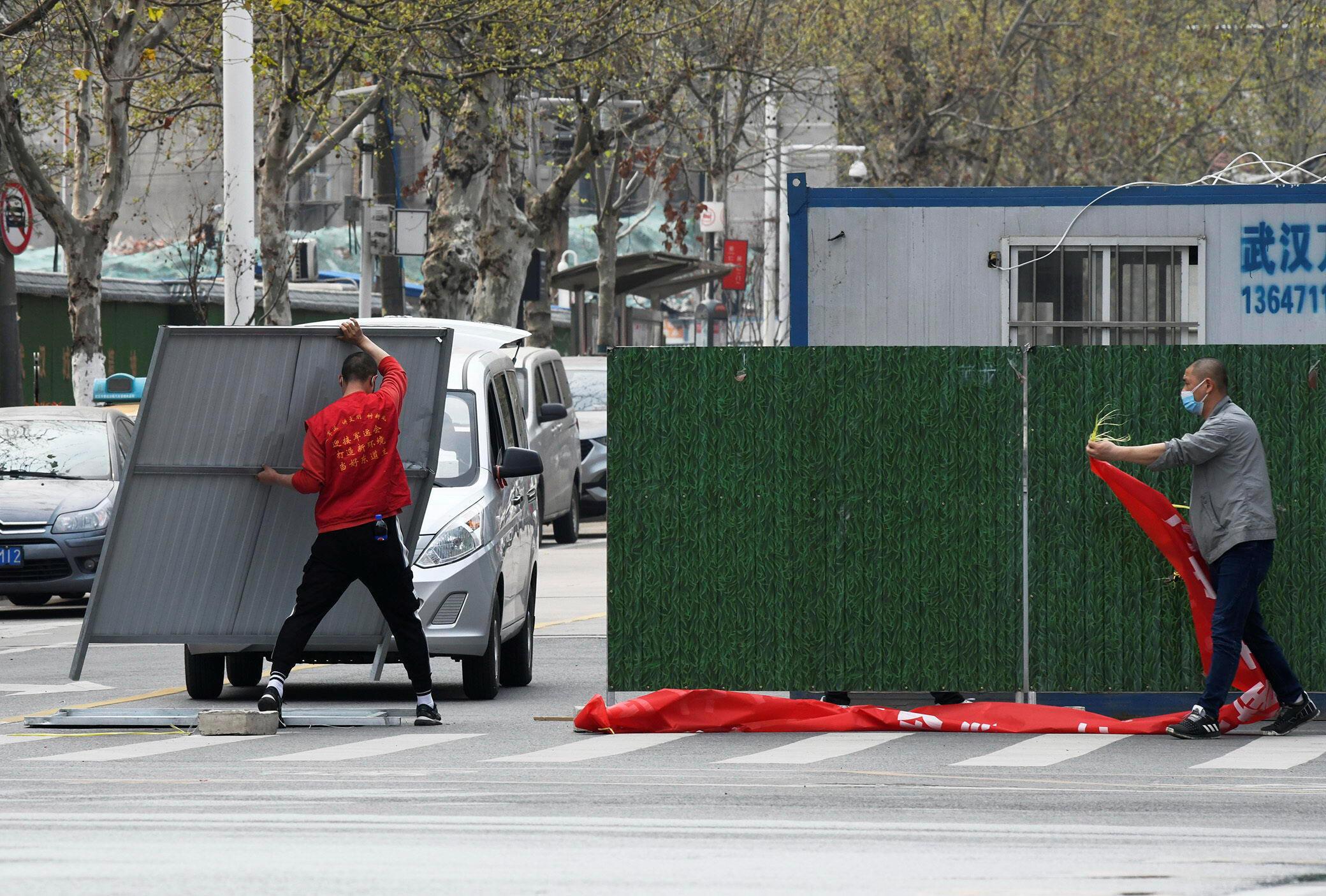 """Vũ Hán bắt đầu rỡ bỏ rào cản """"cách ly"""" thành phố từ hôm 23/01/2020."""