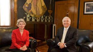 Irina Bokova, la directrice de l'Unesco et Emilio Chuayffet Chemor, le ministre mexicain de l'Education lors d'une rencontre privée, en mars 2014.