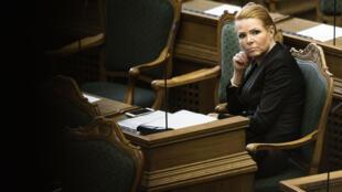 Министр иммиграции и интеграции Дании Ингер Стeйберг в парламенте страны, 26 января 2016 г.
