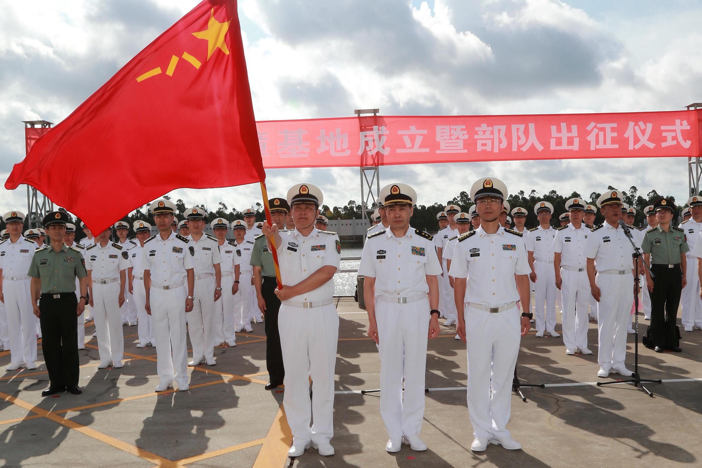 Binh lính Trung Quốc chuẩn bị đến căn cứ quân sự Djibouti, Trạm Giang, Quảng Đông ngày 11/07/2017.