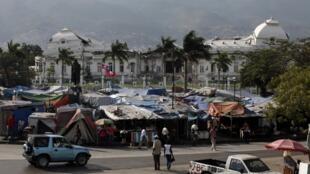 Vue générale du Palais national à Port-au-Prince. Un an après, les dégâts sont encore considérables.
