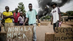 Des manifestants protestent contre la présence des «Burundais de la Misca», le 29 mai 2014 à Bangui.