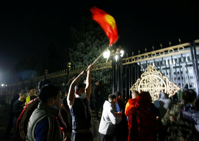 ЦИК Кыргызстана объявила недействительными итоги парламентских выборов