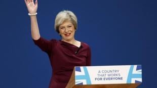 La Première ministre britannique Theresa May donne son discours le dernier jour de la conférence annuelle du Parti conservateur à Birmingham, le 5 octobre 2016.
