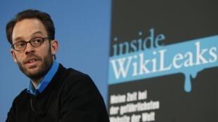 L'informaticien allemand, Daniel Domscheit-Berg, lors d'une conférence de presse pour présenter son livre «Inside WikiLeaks», à Berlin, le 10 février 2011.