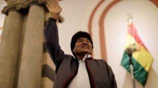 Evo Morales, en tête de l'élection présidentielle, contraint à un second tour. La Paz, le 20 octobre 2019.