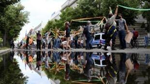 Plus de 20000 personnes, selon les organisateurs, ont manifesté ce dimanche à Berlin dans le respects des gestes barrières.