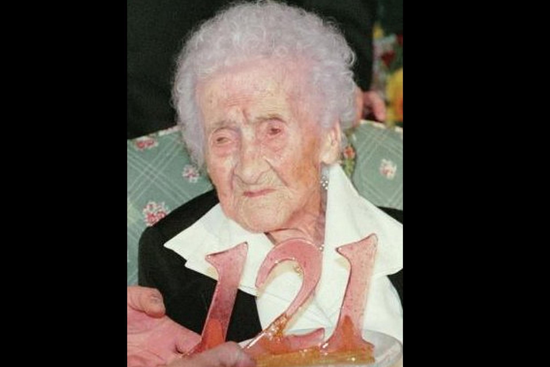 A francesa Jeanne Calment foi a pessoa que viveu mais tempo, tendo falecido aos 122 anos