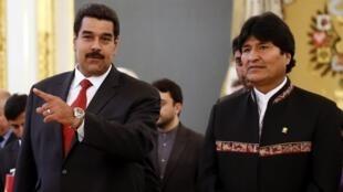 Le président vénézuélien Nicolas Maduro (g.) et son homologue bolivien Evo Morales, le 1er juillet 2013 à Moscou.