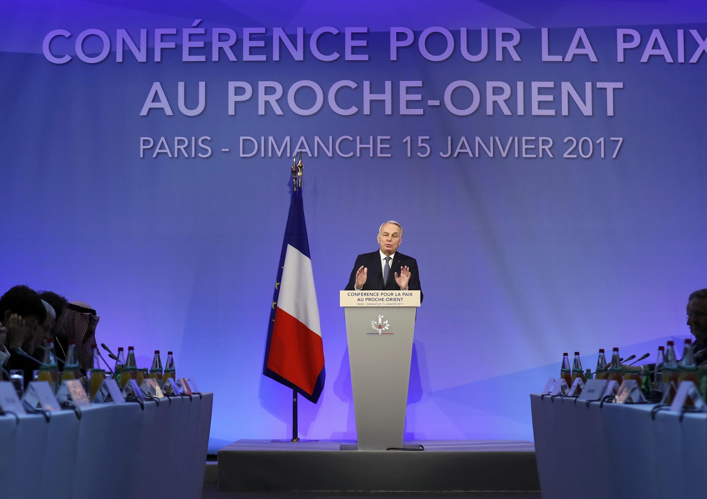 Ngoại trưởng Pháp Jean-Marc Ayrault đọc diễn văn khai mạc Hội nghi Paris về hòa bình Cận Đông, ngày 15/01/2017.