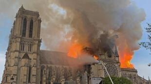 2019年4月15日巴黎圣母院房顶起火