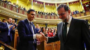 Tras la votación de una moción de censura contra el presidente, el socialista Pedro Sánchez derribó a Mariano Rajoy y es el nuevo presidente del gobierno español