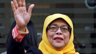 图为新加坡女总统哈莉玛雅克布