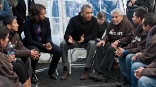 Tổng thống Obama và phu nhân Michelle thăm nhóm người nhập cư bất hợp pháp - AFP /N. KAMM