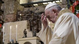 Papa pape François francisco enciclica Assis Assise